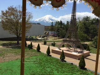メリーゴーランドから富士山の写真・画像素材[1187746]