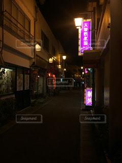 夜の温泉街の写真・画像素材[1187801]