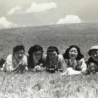 昭和20年代初期の少女たちの青春写真の写真・画像素材[1182070]
