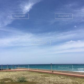 海の横にある砂浜のビーチの写真・画像素材[1183376]