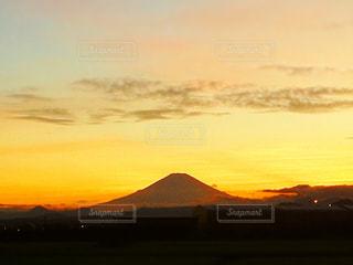 オレンジ色に染まる富士の写真・画像素材[1188479]