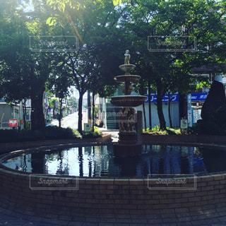 駅前の広場の噴水の写真・画像素材[1184555]