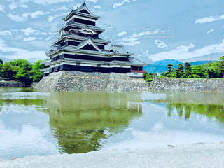 映る松本城の写真・画像素材[1279586]