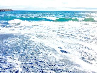 繰り返す波の写真・画像素材[1392025]