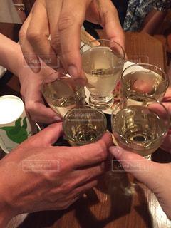 日本酒で乾杯の写真・画像素材[1185477]