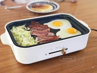ホットプレートで朝ご飯。の写真・画像素材[1450095]