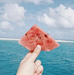 スイカと海の写真・画像素材[1196960]