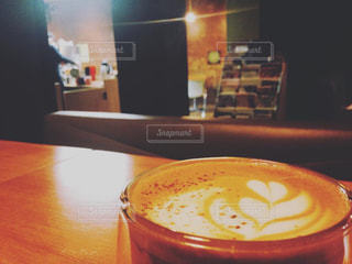 コーヒーとオレンジ ジュースのガラスのカップの写真・画像素材[1202592]