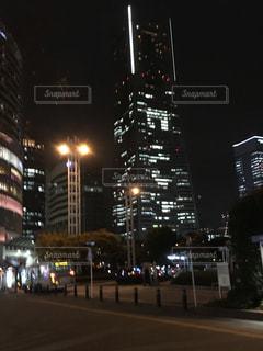 近くに夜の空街のアップの写真・画像素材[1189972]