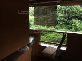 大きな窓の景色の写真・画像素材[1190711]