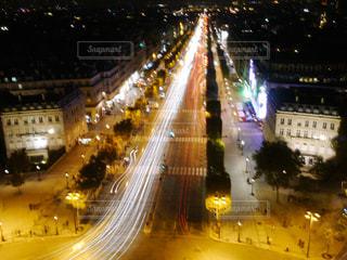 夜のシャンゼリゼ大通りの写真・画像素材[1190539]
