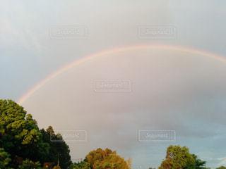 空に虹の写真・画像素材[1205498]