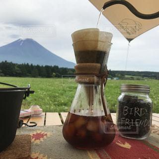 テーブルの上のコーヒー カップ - No.1191292