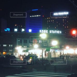 夜のトラフィックでいっぱい通りの写真・画像素材[1191452]