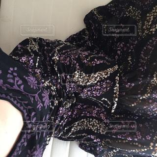 紫のシャツでベッド - No.1193246