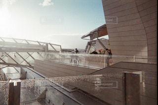 フォンダシオン ルイヴィトンの屋上の写真・画像素材[1193543]