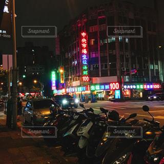 夜の台湾トラフィックでいっぱいの写真・画像素材[1201723]