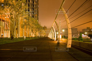 近くの橋の上の写真・画像素材[1201151]