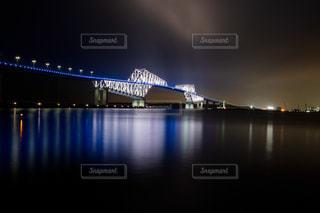 水の体の上の橋の写真・画像素材[1249066]