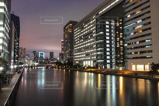 夜の街の景色の写真・画像素材[1249090]