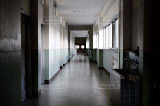 学校の廊下の写真・画像素材[1194131]