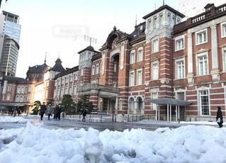 雪の東京駅の写真・画像素材[1195708]