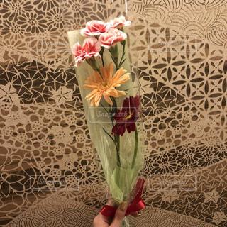 テーブルの上の花の花瓶の写真・画像素材[1511067]