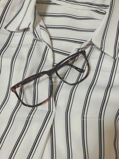 ストライプシャツと眼鏡の写真・画像素材[1270618]