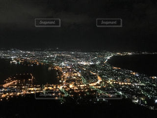 夜の街の景色の写真・画像素材[1197091]
