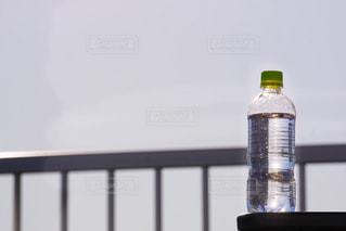 空とペットボトルの写真・画像素材[1197202]