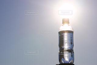 ペットボトルと太陽の写真・画像素材[1197227]