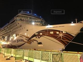 夜 停泊中のクルー船 ノルウェージャン・ジュエルの写真・画像素材[1198087]