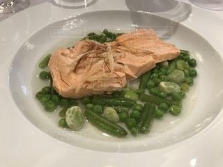 クルーズ船のレストランの食事 サーモンの写真・画像素材[1198089]