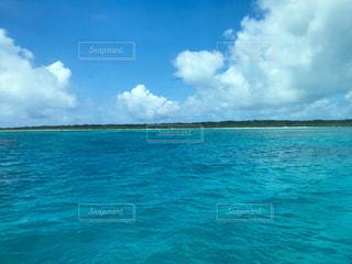 船上から眺める竹富島の写真・画像素材[1208588]