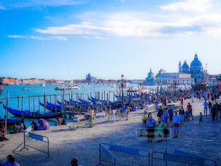 ヴェネツィア大運河に並ぶゴンドラの写真・画像素材[1214908]