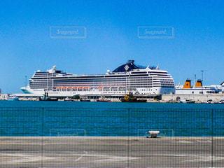 停泊中のクルーズ船 MSC MUSICAとcostaの写真・画像素材[1218440]