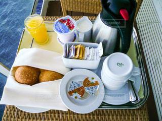 クルーズ船のバルコニーで朝食の写真・画像素材[1218441]