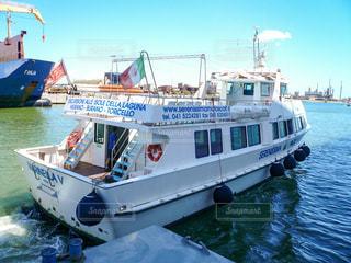 クルーズ船乗船のために乗ってきたテンダーボートの写真・画像素材[1218442]