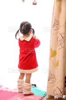 サンタの衣装の女の子の写真・画像素材[1229709]