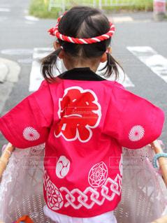 法被姿で乳母車に乗る女の子の写真・画像素材[1229722]