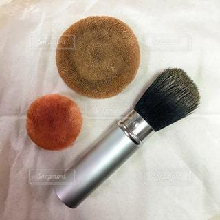 洗う前のブラシとパフの写真・画像素材[1232034]