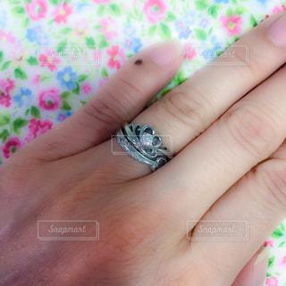 婚約指輪と結婚指輪の写真・画像素材[1254117]