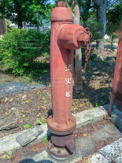 道端の赤い消火栓の写真・画像素材[2123102]