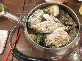 ヤカンで蒸し牡蠣の写真・画像素材[2293404]
