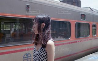 台湾の電車の前での写真・画像素材[229888]