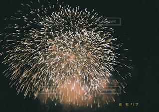 空に花火の写真・画像素材[765033]
