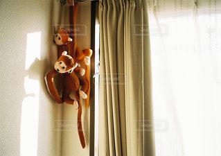茶色と白のシャワー カーテンの写真・画像素材[1116643]