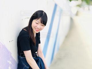 黒の t シャツの女性の写真・画像素材[1212636]