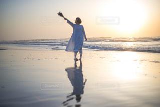 早朝の海の写真・画像素材[1369938]