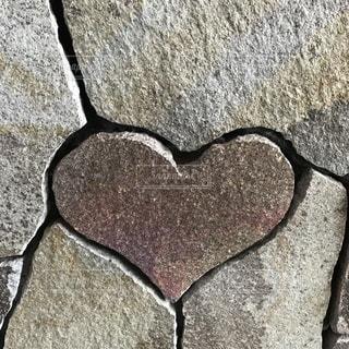 ハート型の石の写真・画像素材[1199483]